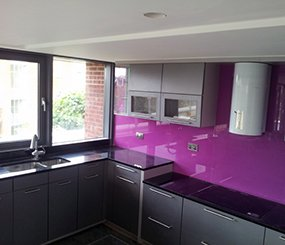 Glass Splash Backs and Black Granite kitchen worktops