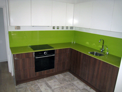 Quartz kitchen worktops and glass splashabcks in Camberley